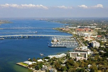 Bradenton, Florida: With quick access to Tampa Bay, St. Petersburg, Tampa and Clearwater, the small town feel of Bradenton offers a great fit for many. Lovely beaches, magnificent bays, charming Anna Maria Island and a host of golf course options … Bradenton is Beautiful!!
